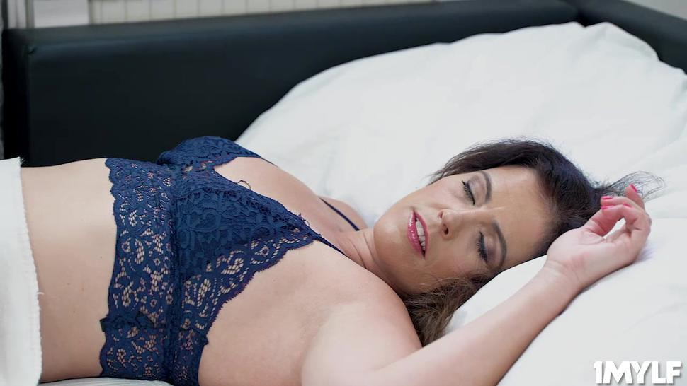 Do not take your eyes off as Montse  puts a dildo in her horny cunt