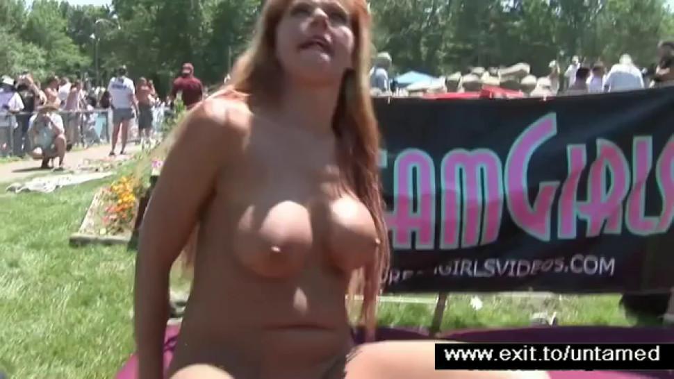 Wide spread amateurs at public sex event