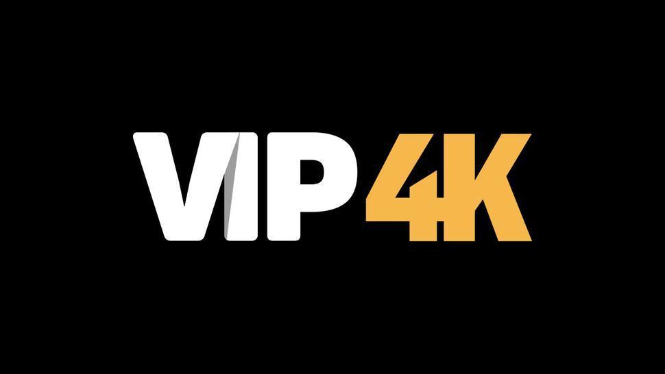 VIP4K. Une étudiante donne sa chatte à un inconnu pour l'argent nécessaire