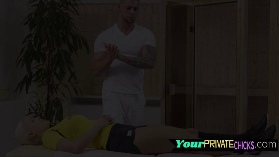 Sports model anally ravaged by masseuse