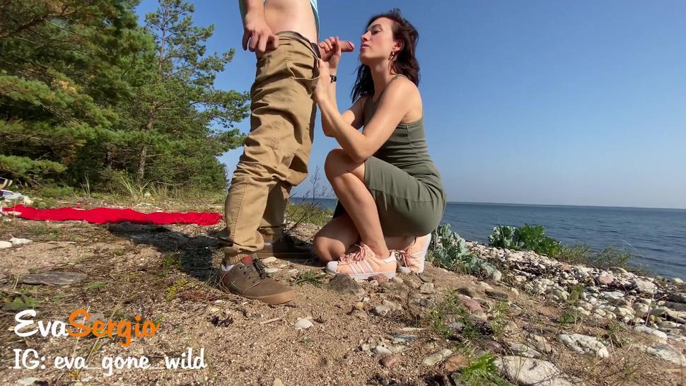 Quick Outdoor Sex on the Beach - Big Ass Brunette Gets A Cumshot On Her Butt