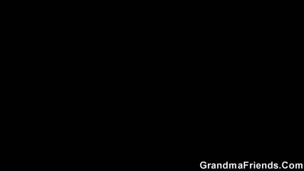 GRANDMA FRIENDS - Plump mature bitch swallows two young dicks
