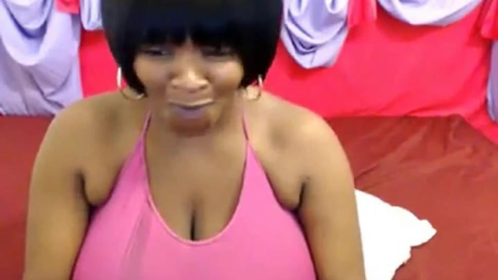 Ebony webcam Silky Tits