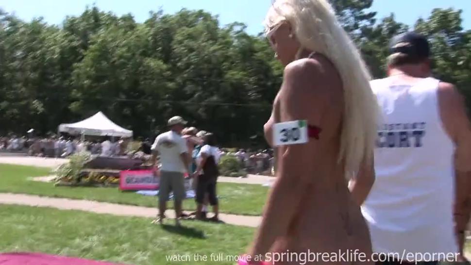 Naked Girl - Broad Daylight