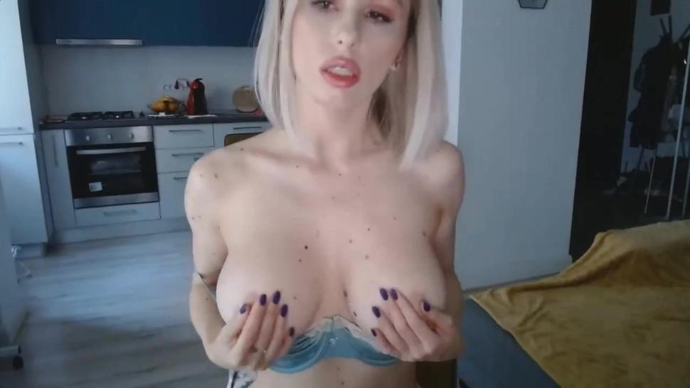 Big Boobs Blonde Girl Moans Sexy