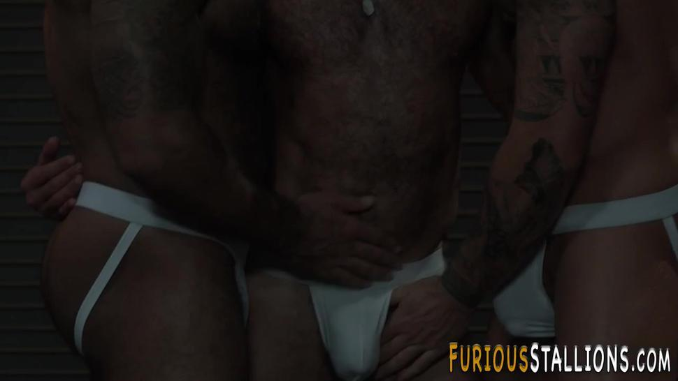 Huge dick trio sucking and riding