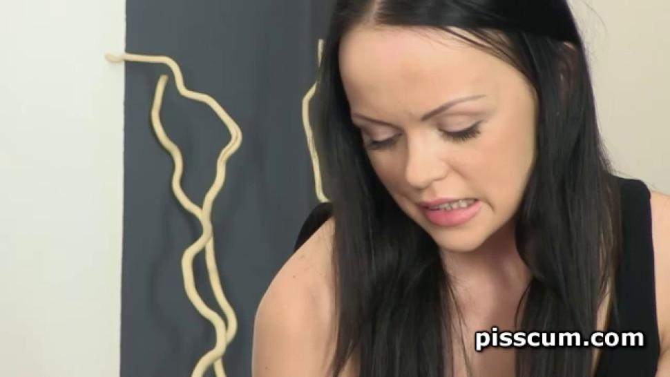 Lusty Naomi and Angelina pissed while face sat
