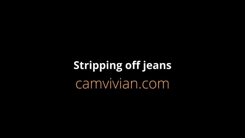 camvivian-stripping-off-115-partp55.mp4Stripping off jeans and fingering cameltoe