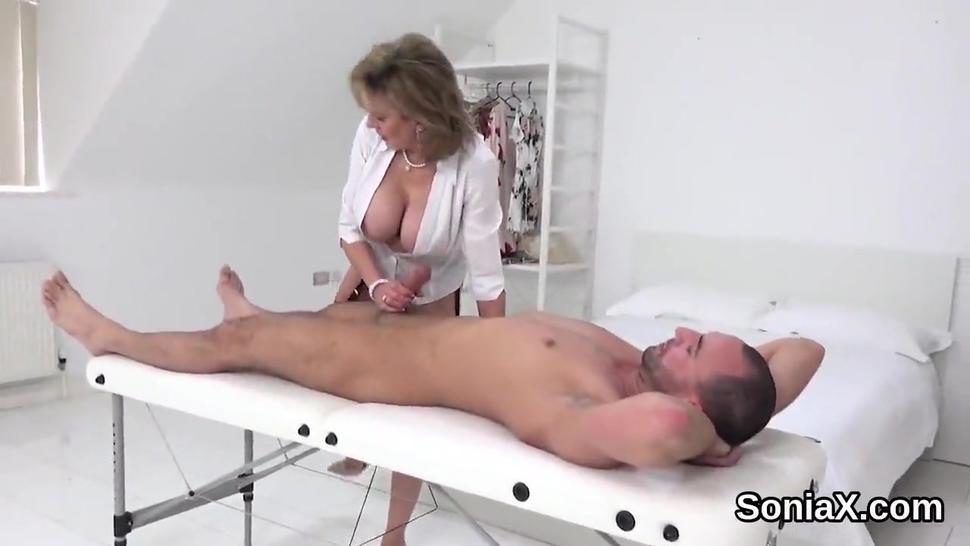 Cheating british mature lady sonia unveils her massive tits