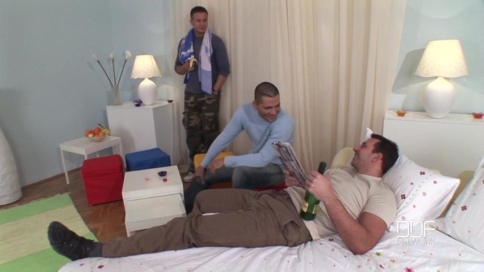 DDFNetwork - Spin The Bottle Orgy! - Wiska