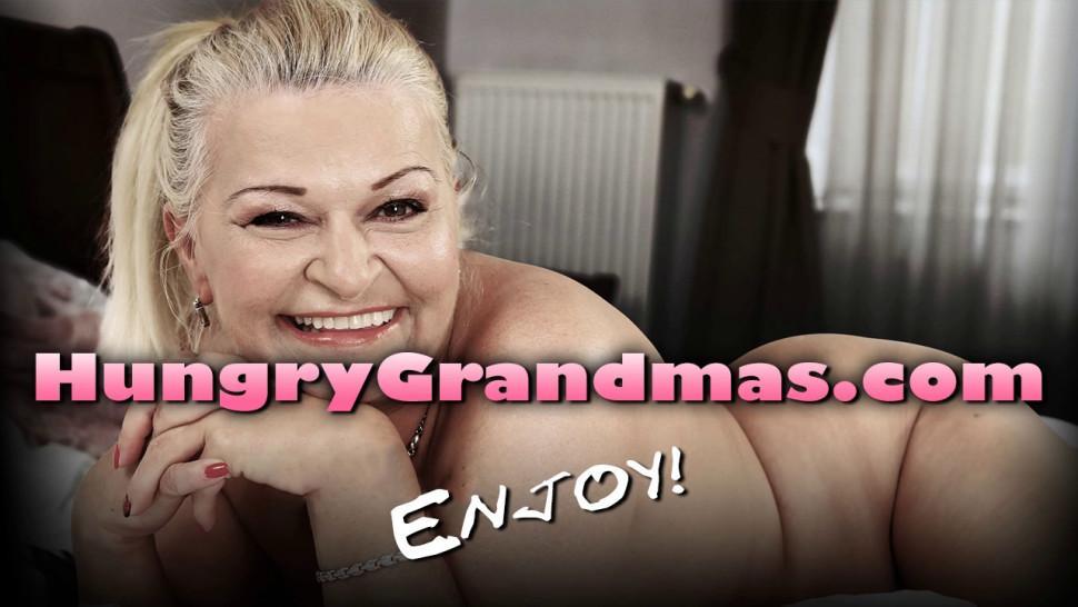 Redhead granny enjoying hardcore fucking