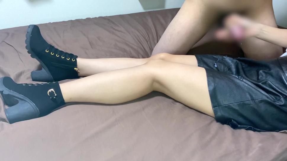 ?????????????????cum onto leather skirt