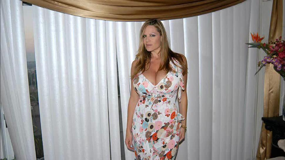 Kelly Madison HUIGE 34 FF Natural Titties PICS 'Undress Me' (9-03) Slideshow
