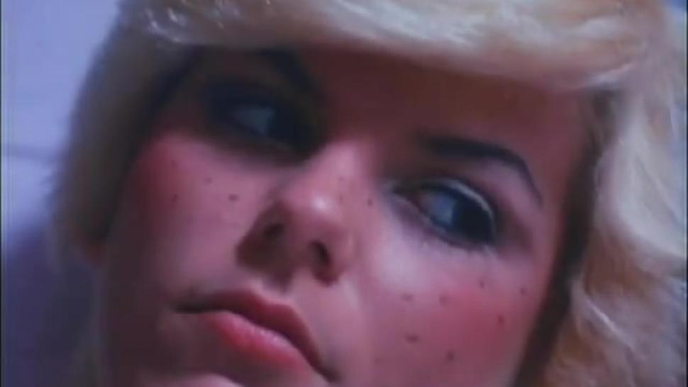 Short Hair Blonde Classic Porn Threesome