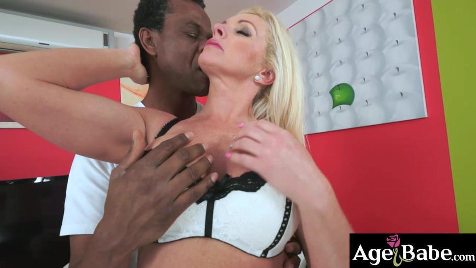 Franny sucks the handsome black stud solid after hes taken off her bra