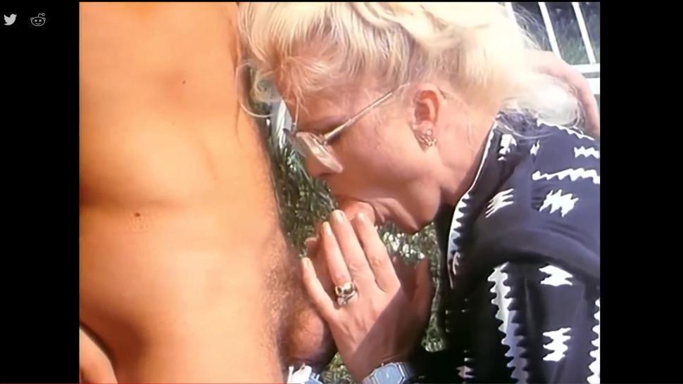 GRANNY BLOWJOB CUM SWALLOW 2 - mature blonde cum swallowing blowjob vintage fellatio milf sucks off