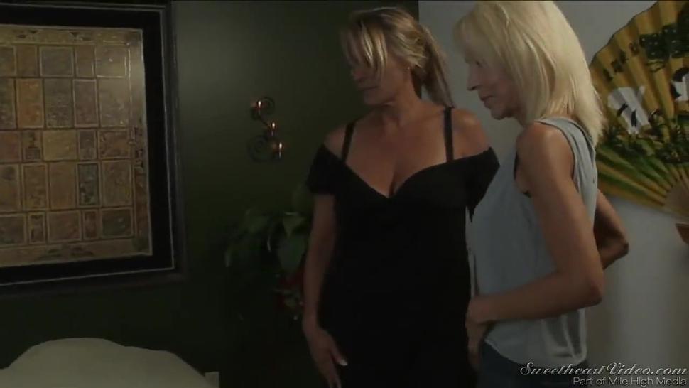 Hot blondes matutes Debi Diamond and Erica Lauren hot lesbian sex during a massage