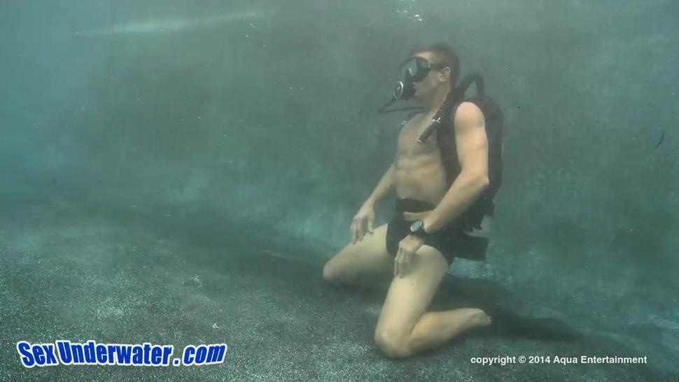 Babe Sucks Cock Underwater