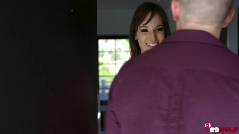 Lexi Luna Tell Her Stepson About Basically Family.mp4