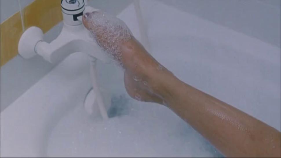Charlotte Rampling nude - Ludivine Sagnier nude - Swimming Pool - 2003