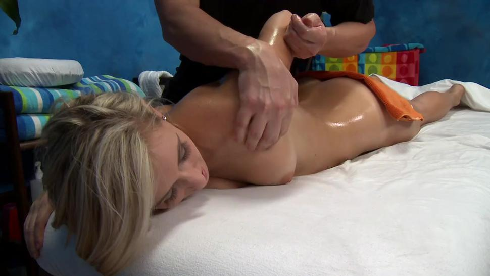 Blonde lilly bankss pussy wants sex