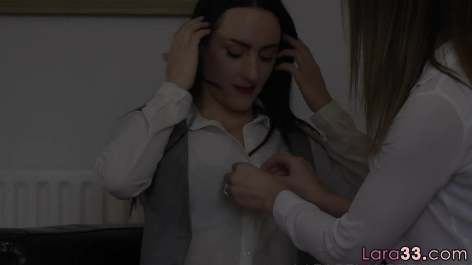 Stripped Teen Beauty Eating Milfs Tight Cunt