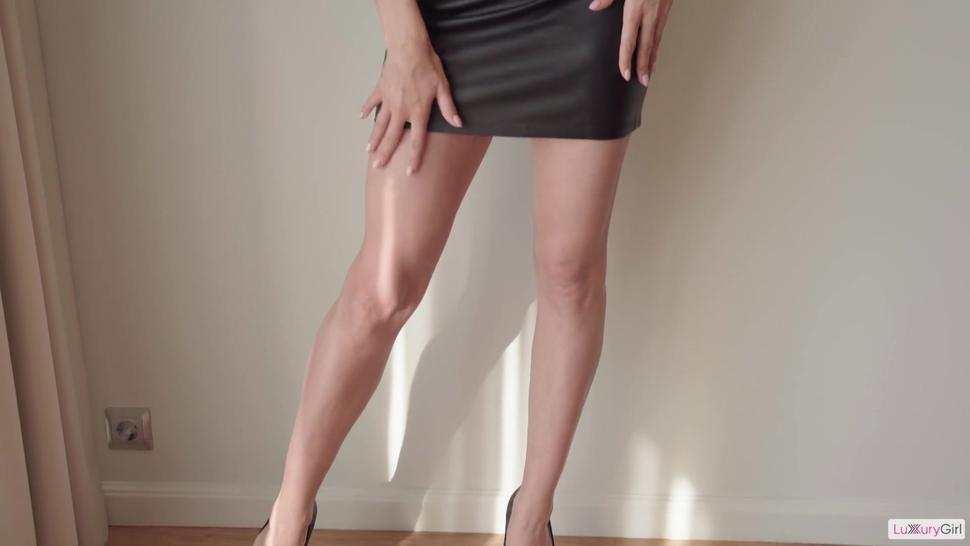 Hot Girl In Tight Skirt Gives A Naughty Lesson