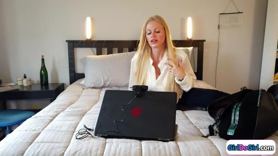 Teen gives busty milf boss a masturbation show on nannycam