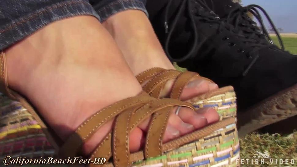 Feet/feet 2 dirty girls