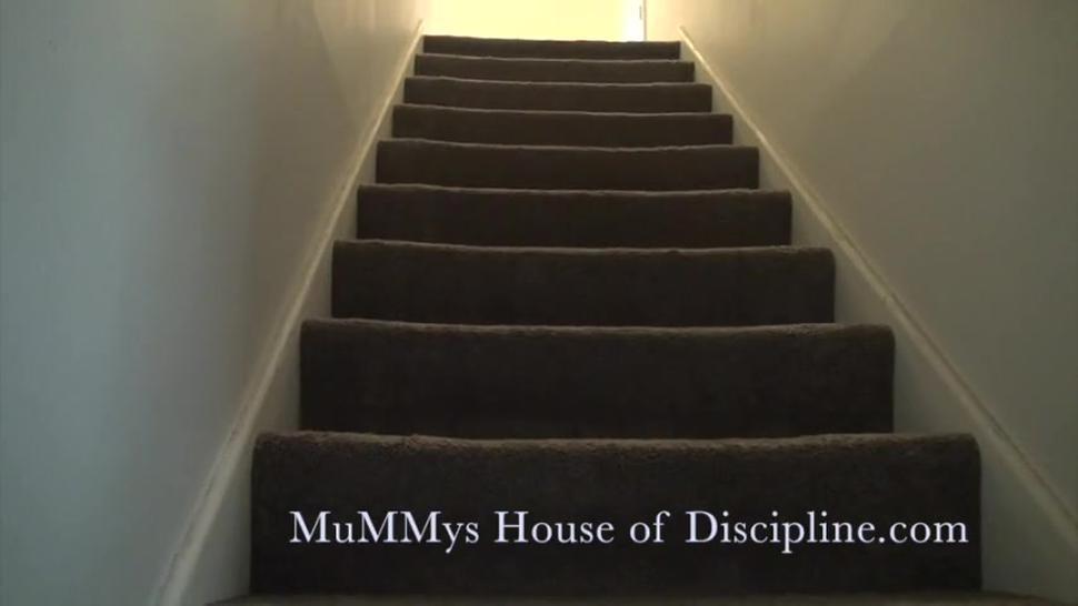 Peeking Up MuMMy's skirt while she walks up stairs - UpSkirt