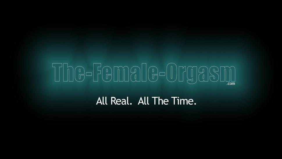 THE FEMALE ORGASM - Beautiful Lady Dee Actually Has A Real Pussy Pulsing Orgasm