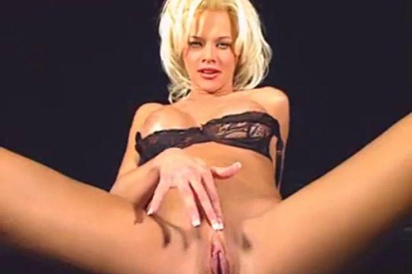 virtual-sex-chloe-naked-girls-kissing-nipples