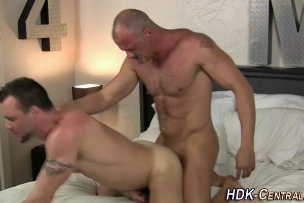 Художественное гей порно с переводом 4409 фотография