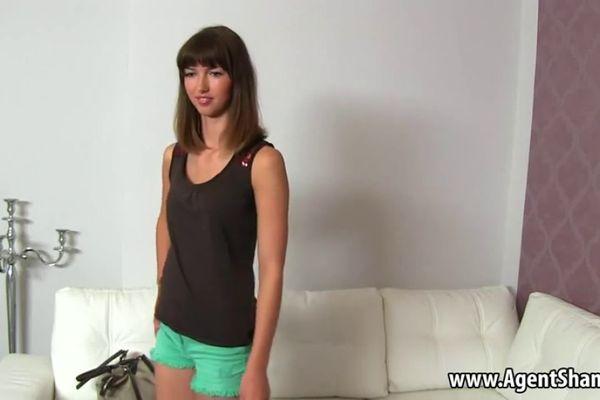 Links hot brunette teen