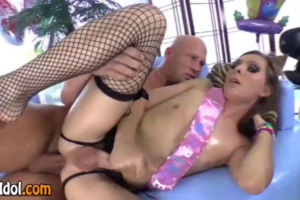porno-roliki-s-transseksualom