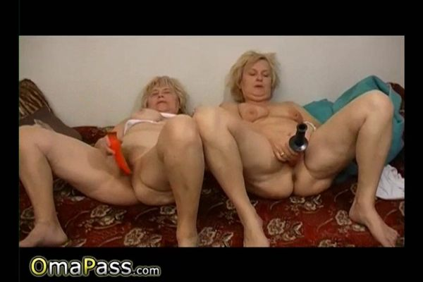 Mature playing with sex toys