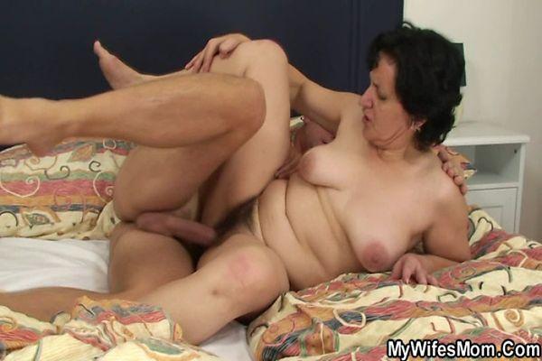 Зять ебет тещу порн
