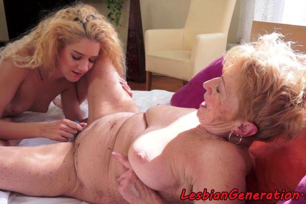 Bbw mature granny seduces