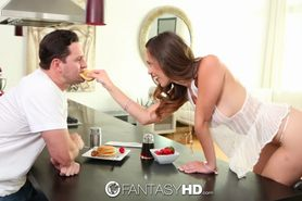 Jade Nile gets her pussy eaten for breakfast