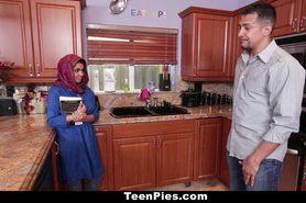 Muslim Girl Praises Ah-Laong Dick