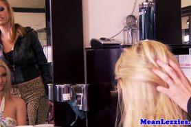 прелестный красотка красота большие сиськи блондинка крупным планом милашка шаловливые пальчики лесбиянка lesbiansex лездом Tattooed облизывание мастурбация оральный киска тату фото 11