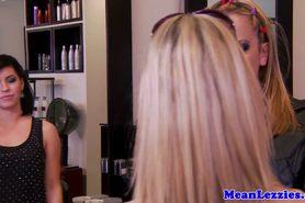прелестный красотка красота большие сиськи блондинка крупным планом милашка шаловливые пальчики лесбиянка lesbiansex лездом Tattooed облизывание мастурбация оральный киска тату фото 2