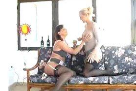 Piss: Lesbian Pissing