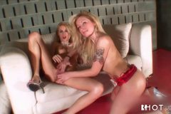 Erica Fontes in Live Lesbian Show