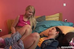 Lesbian teens Zorah and Nomi have sex