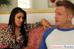 Brunette Jessica Jaymes gets facial jizzed