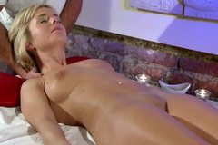 Masseur fingers blonde babe beautie