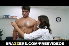 Brazzers - Sexy doctor Raylene sucks her patient's big-dick