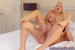 Beauty lady masturbates