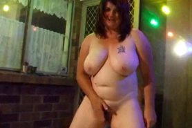 Piss: chubby wife pissing